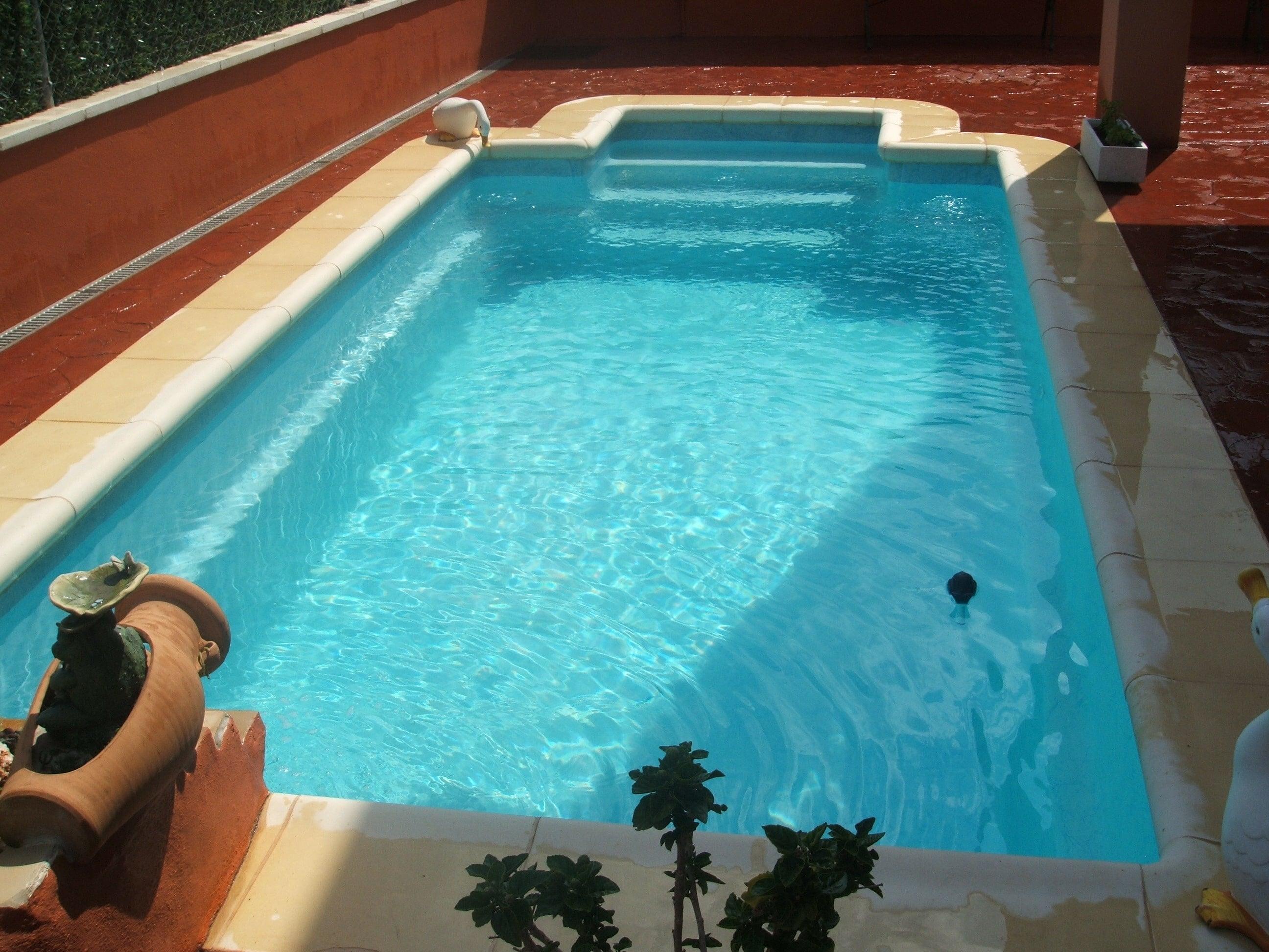 Les piscines avec escalier d 39 angle prix usine for Piscine les angles